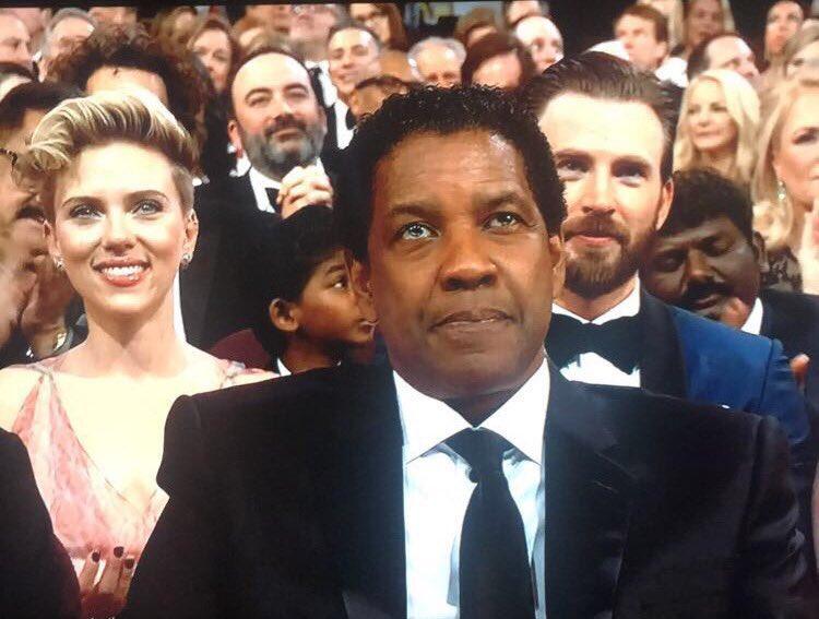Chris Evans News On Twitter Chris Evans Is Beside Scarlett Johansson Oscars