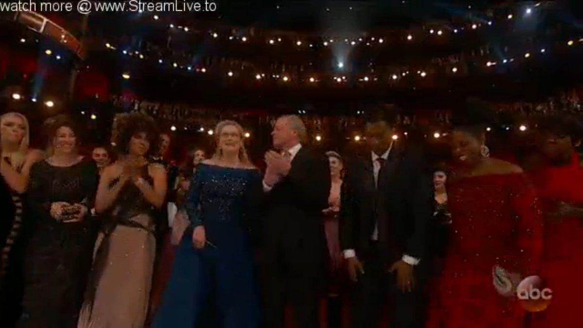 Standing Ovation pour #MerylStreep et son record de nominations. #Oscars2017<br>http://pic.twitter.com/DG2AI46udQ