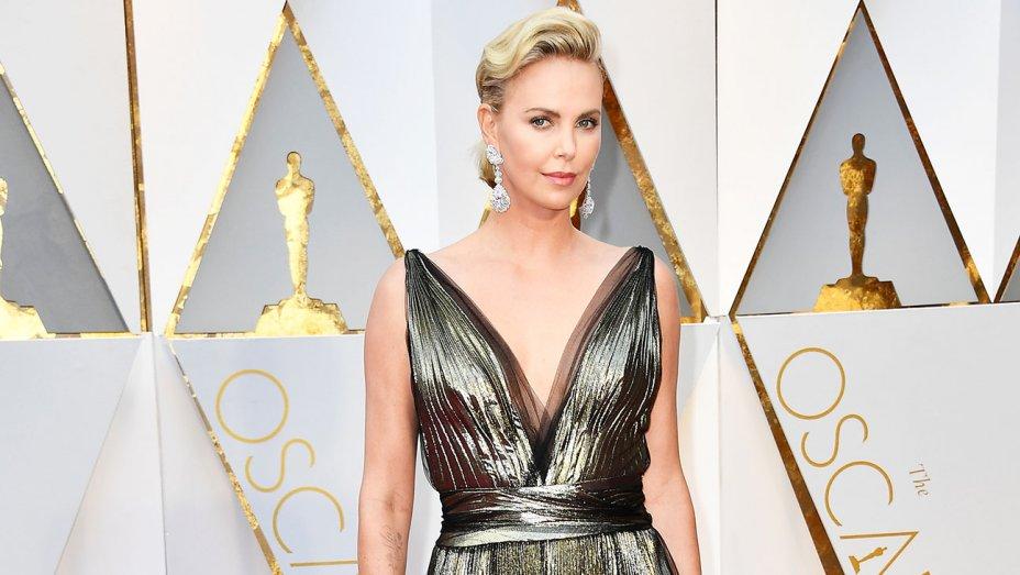 RT @pretareporter: Charlize Theron is luminous in lamé at the #Oscars: https://t.co/K5NTYJQ2mv https://t.co/9JlFyesTB0