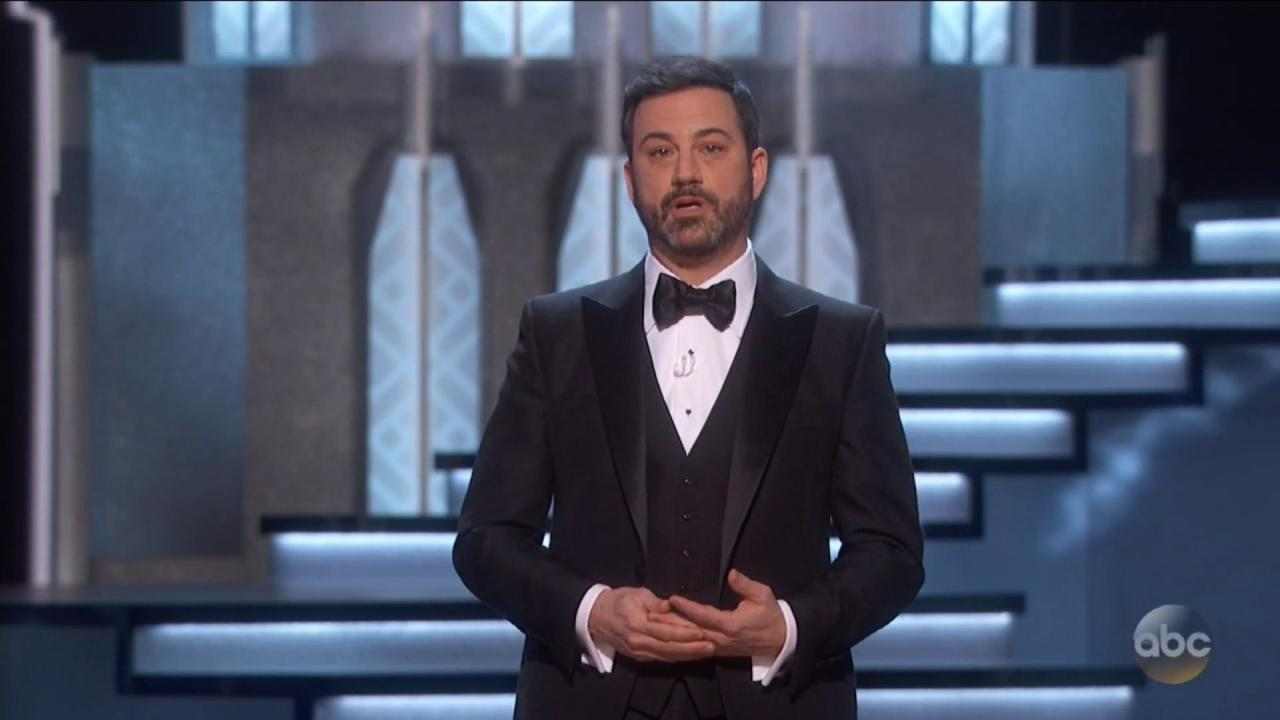 "Jimmy Kimmel roasts Matt Damon at the #Oscars: ""When I first met matt, I was the fat one."" https://t.co/yAwgUeCEdo"