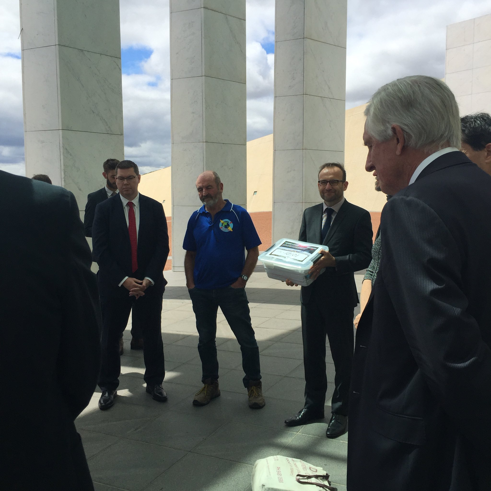 Reps across politics receive from @kayak4earth >18,000 signatures calling for #ClimateEmergencyDeclaration. #auspol https://t.co/ggRQLhK6UX