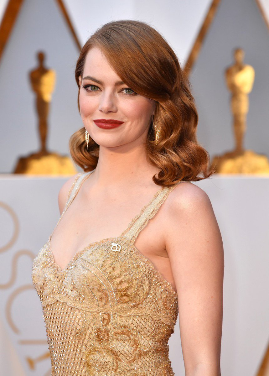 And now some long overdue pictures of Emma on the #Oscars red carpet