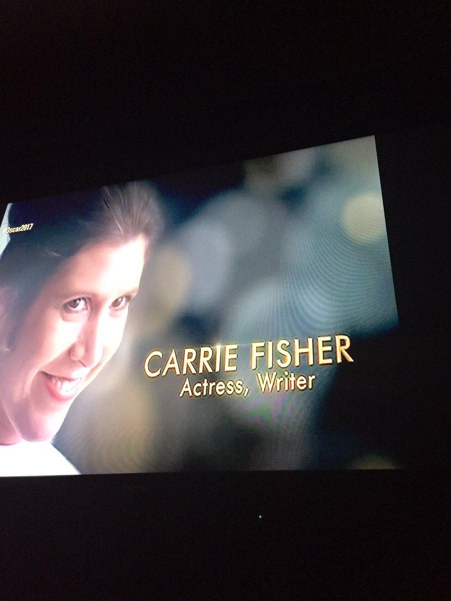 Hey Princesa, sonríe! #CarrieFisher #inmemoriam #Oscars https://t.co/D...