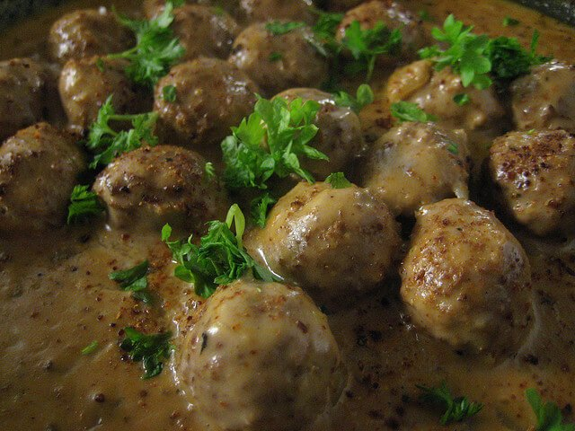 Ikea to serve Vegan Meatballs from April 2015 When is a meatball a meatball https://t.co/07Xlb8hkSl #AllVeganFoods https://t.co/oMd0ehjoc4