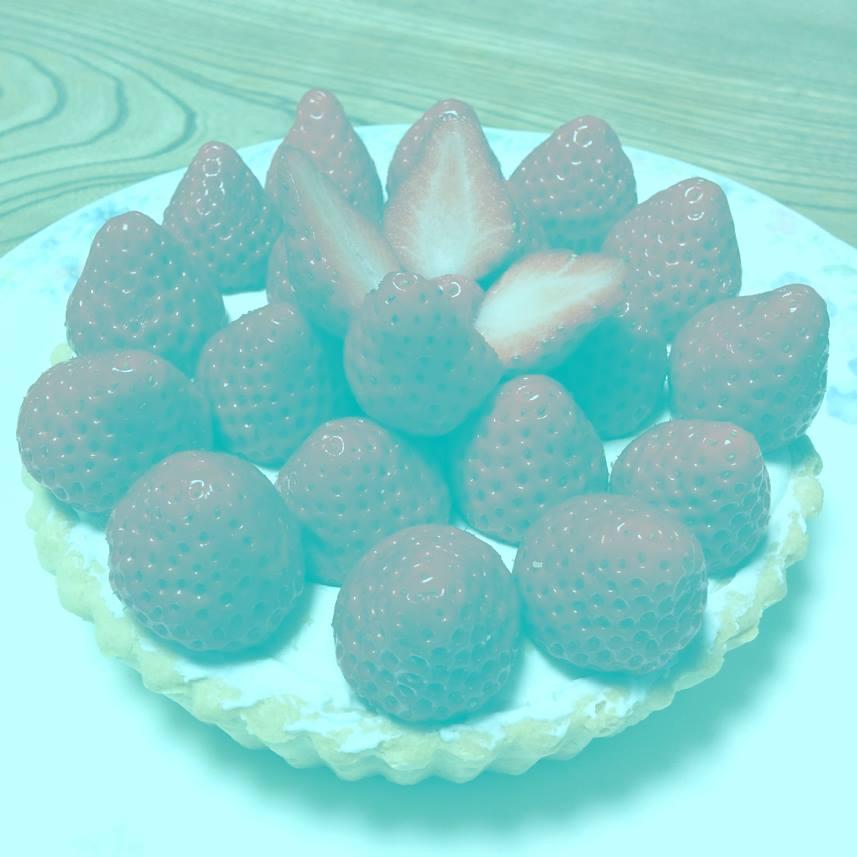 灰色のイチゴが赤く見える画像が話題 「色の恒常性」を利用した