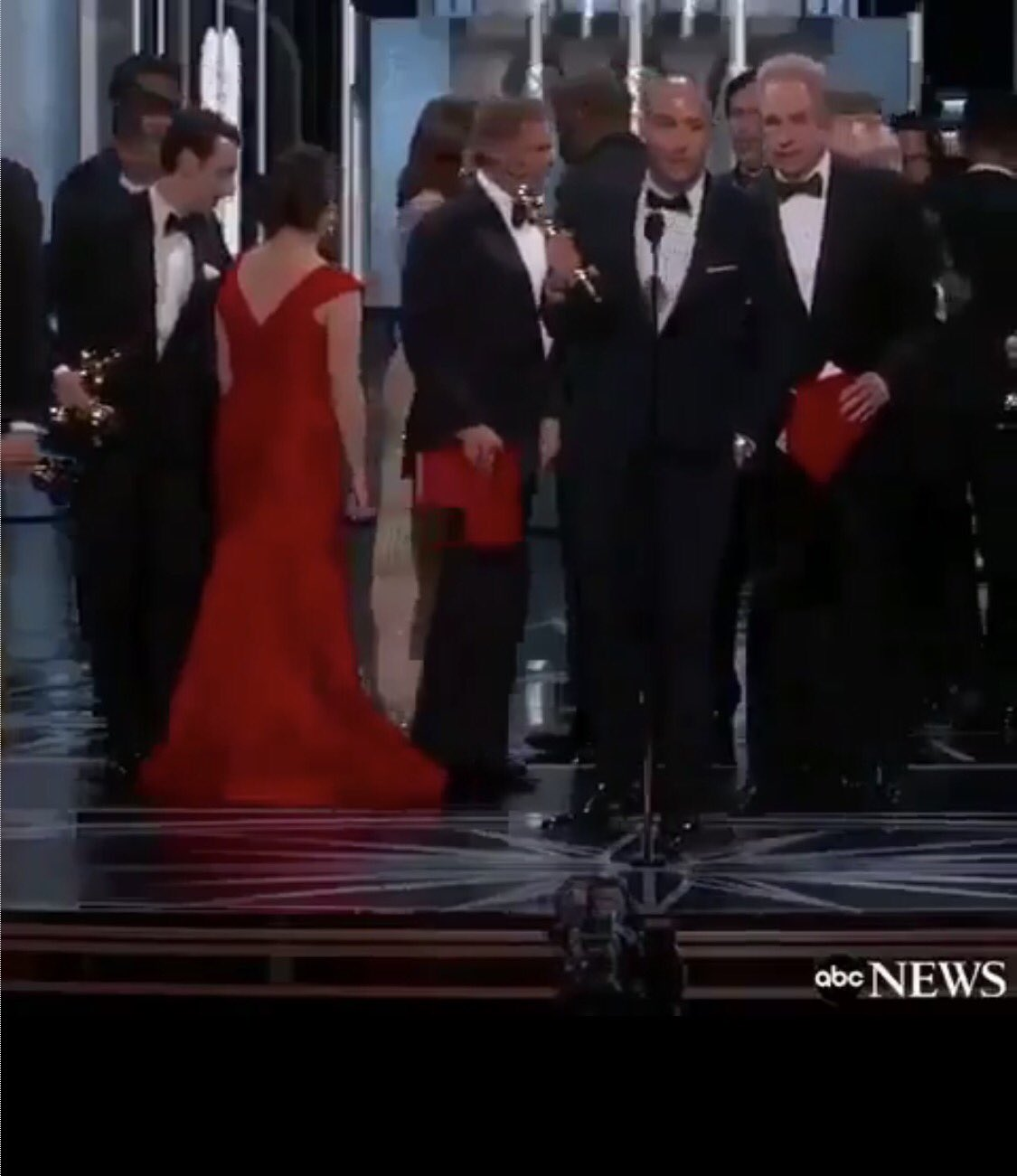 Britcaligirl‏@Britcaligirl  3h3 hours ago More  Why are there THREE? envelopes on the stage? #Oscars #MOONLIGHT #lalaland #academyawards #WarrenBeatty @accesshollywood @TMZ @enews @KTLA pic.twitter.com/s7DLdtPh1D 2 replies 0 retweets 0 likes Reply  2   Retweet     Like