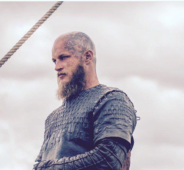 Pour toujours le meilleur #ragnar #RagnarLothbrok #vikings <br>http://pic.twitter.com/gzAkjzbkwu