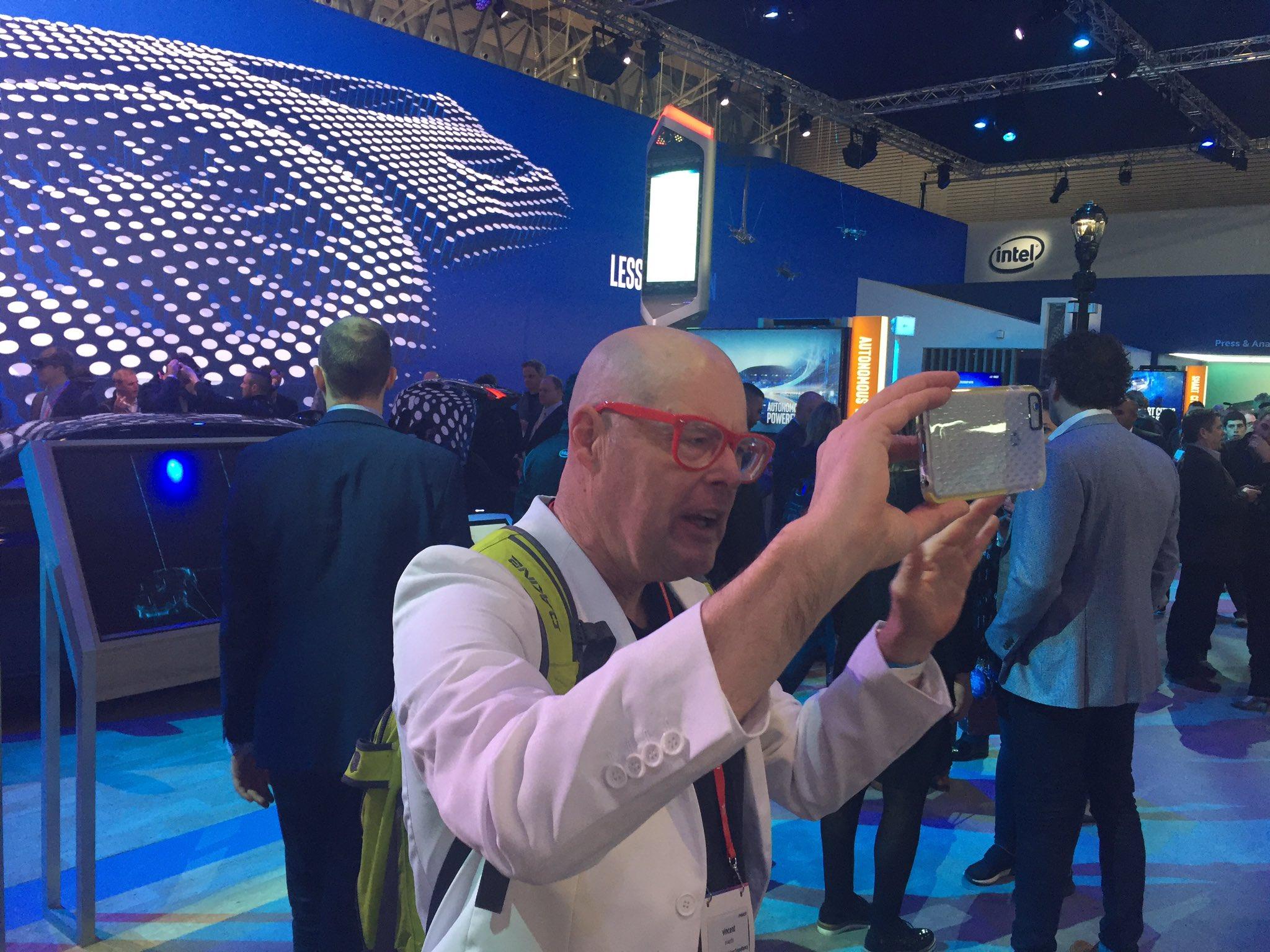 Innovatie ambassadeur @vincente #mwc17 https://t.co/xCdpxq55k0