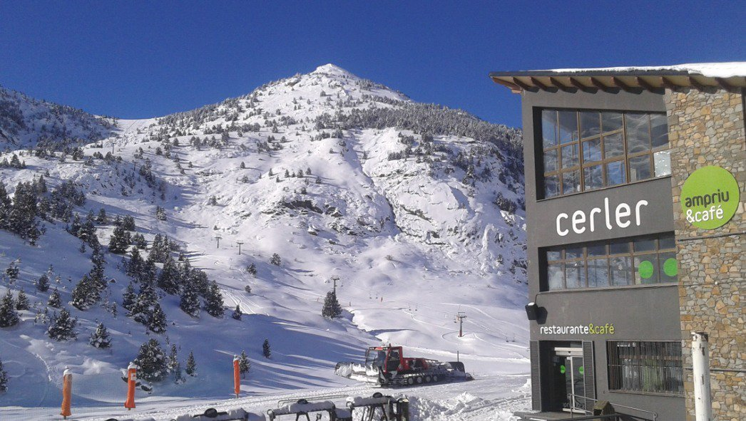 Cerler. El esquí en formato panorámico por @riverolavictor ➡️https://t.co/mUZUo7PRx6