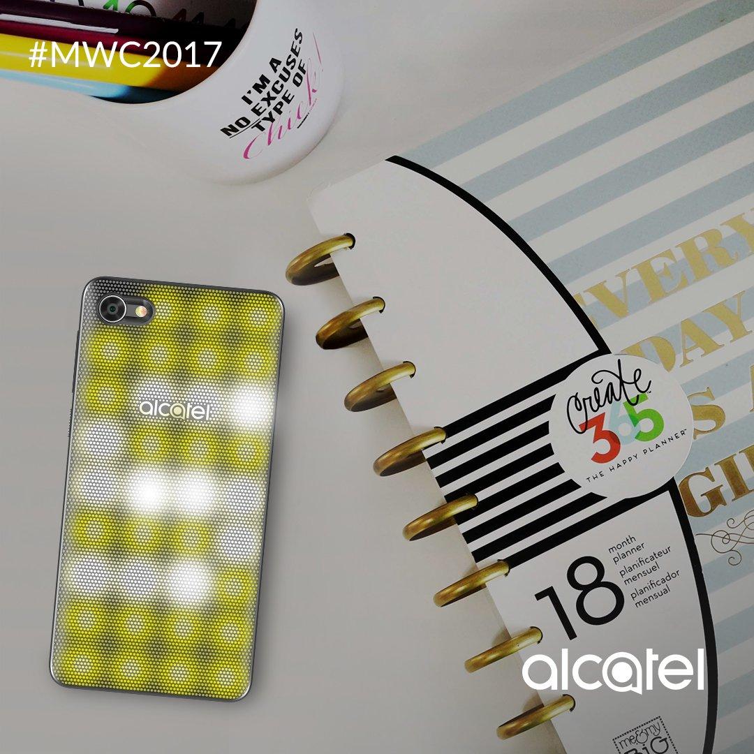¿Algo nuevo en Snapchat? Con el LED cover inteligente del Alcatel A5, sabrás a simple vista de dónde viene la notificación. #MWC2017 https://t.co/M1e9JmISiY