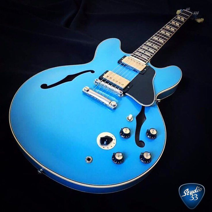 Your prescription for the #mondayblues is here- 1964 #gibson #es-345 in #frostblue from @g…  http:// ift.tt/2mCqs2p  &nbsp;  <br>http://pic.twitter.com/NxJ3WjxTye