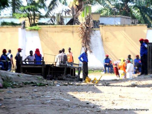 BDM déplore les conditions de vie de ses adeptes retranchés au domicile de Ne Muanda Nsemi  http://www. radiookapi.net/2017/02/27/act ualite/societe/bdm-deplore-les-conditions-de-vie-de-ses-adeptes-retranches-au-domicile &nbsp; …  #BDM #Ne Muanda Nsemi <br>http://pic.twitter.com/qXJhtmRe4P