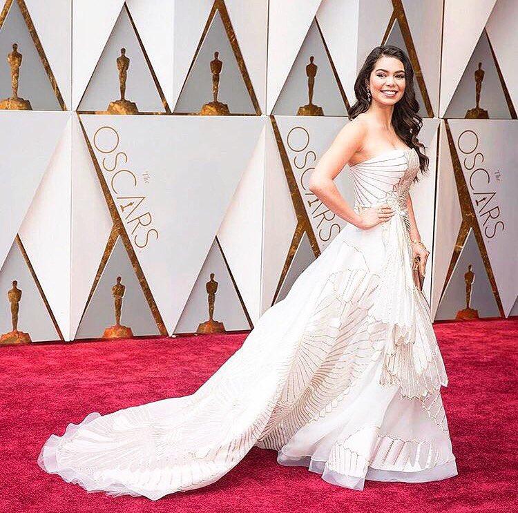 Rubin Singer On Twitter Auliicravalho Wears Rubinsinger Gown To The Redcarpet Of Oscars2017 Auliicravalho Fashion Moda Oscars