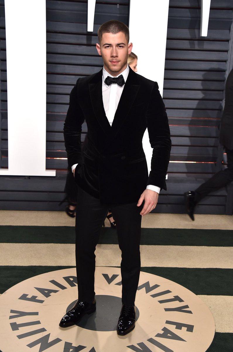 .@nickjonas wearing Ermenegildo Zegna Couture at the 2017 Vanity Fair Oscar party #Oscars https://t.co/f5RPx2lAbz