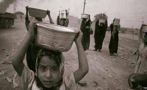 لا شيء أثقل من أوانٍ فارغة على رؤوس الجائعين ! https://t.co/252o1lOdG5