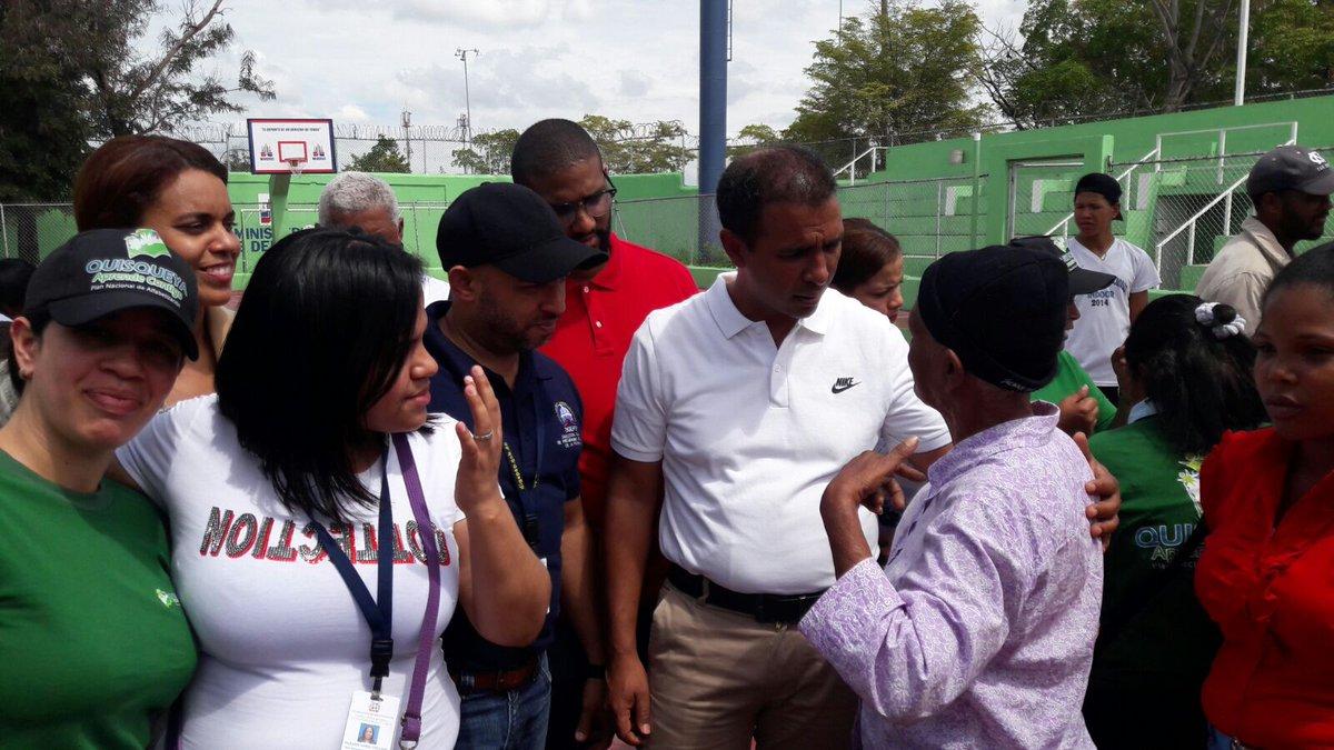 El equipo de #VillaCom presente en el #OperativoVisual #FundacionOviedo #TodounExicto #DomingoContreras #Digepep @DomingoCG1<br>http://pic.twitter.com/bEVtyTyHxo