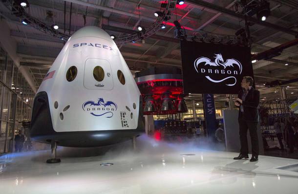 Empresa anuncia viagem turística em volta da lua para 2018 https://t.c...