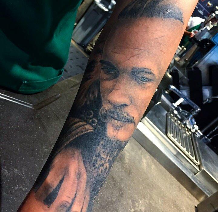 @IsaCantos Deléitense con Ragnar Lothbrok de #Vikings  <br>http://pic.twitter.com/8ySh5jxBwM