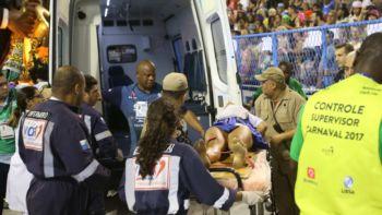 Parte de carro alegórico da Unidos da Tijuca afunda e deixa 15 feridos...