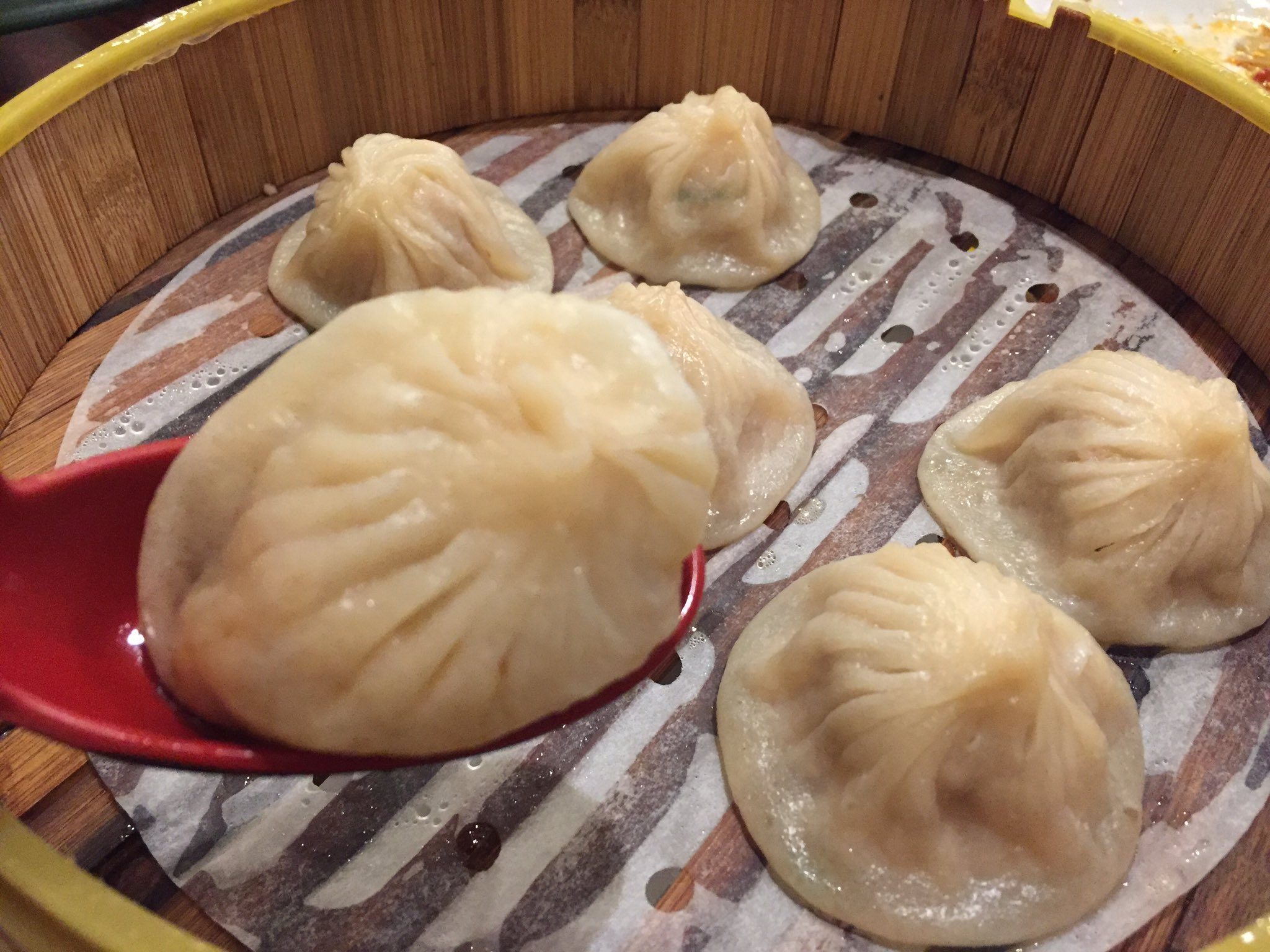 Thanks @berkeleyside for featuring my blog post about #xiaolongbao https://t.co/W4UIHDxac0 https://t.co/4BJqIX8M0B
