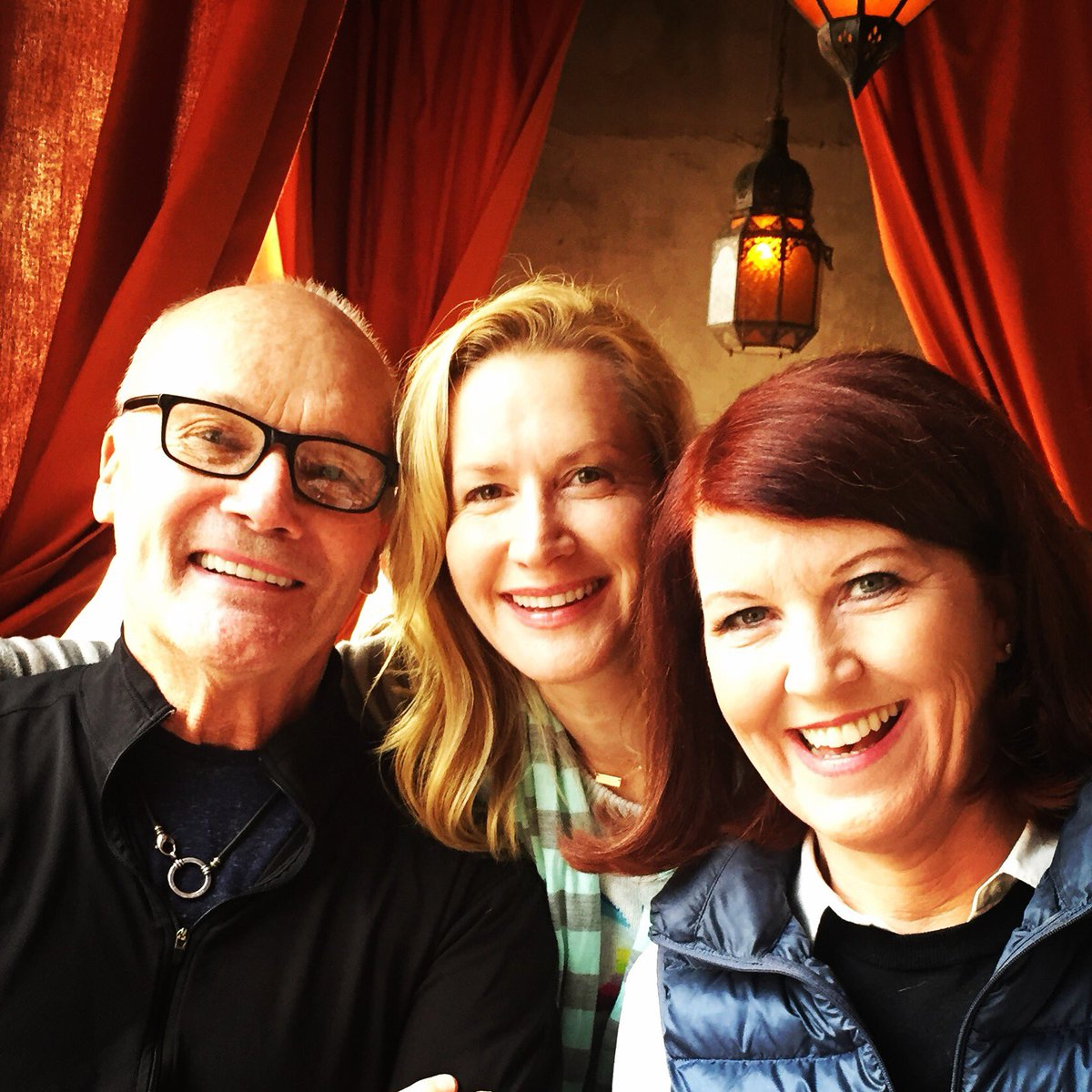 ...so this happened. #miniofficereunion I miss these crazy people. Xo @angelakinsey @creedbratton https://t.co/RBHfWIOFFv