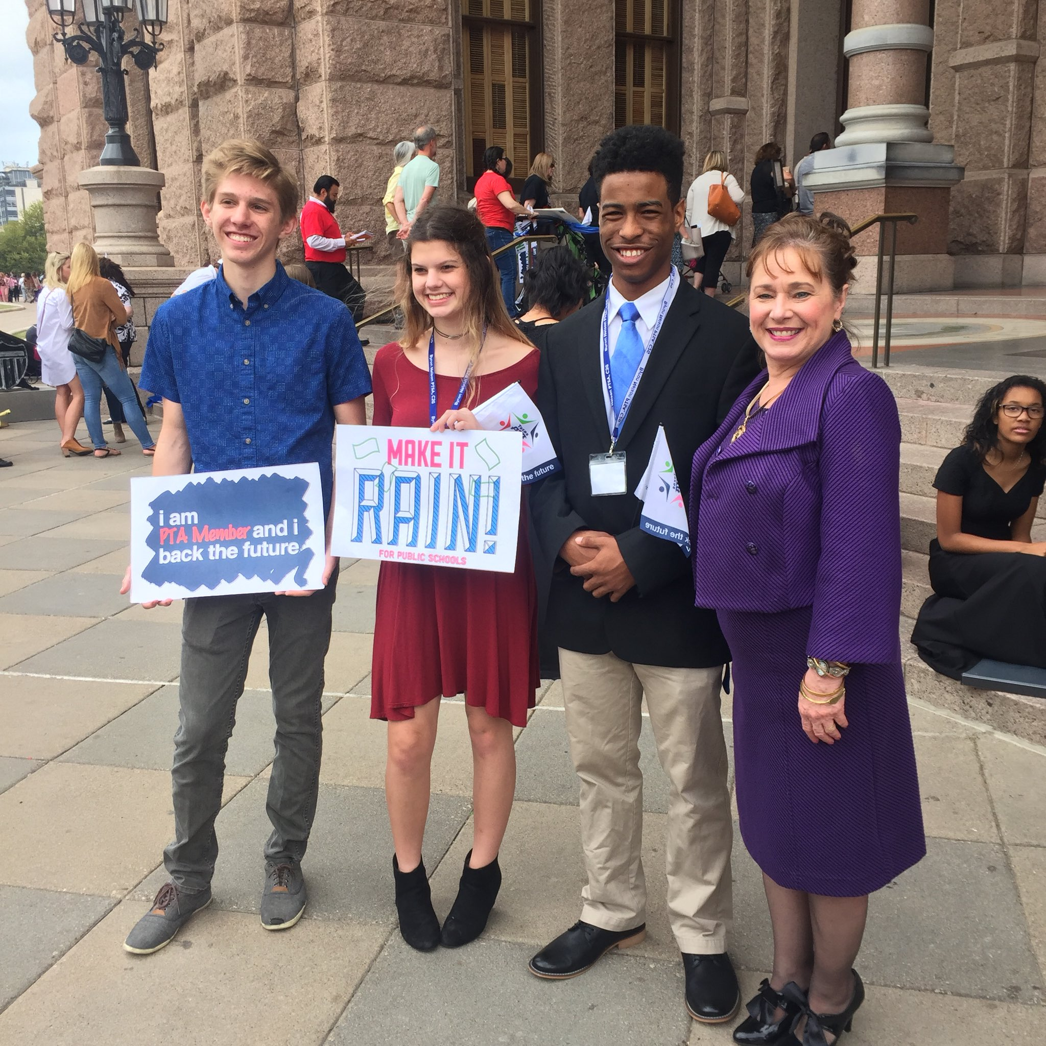 BNHS PTSA Student members with Texas PTA President Lisa Holbrook at Rally Day 2017. Proud of these students. #1K4RallyDay https://t.co/kRbm6lPkro