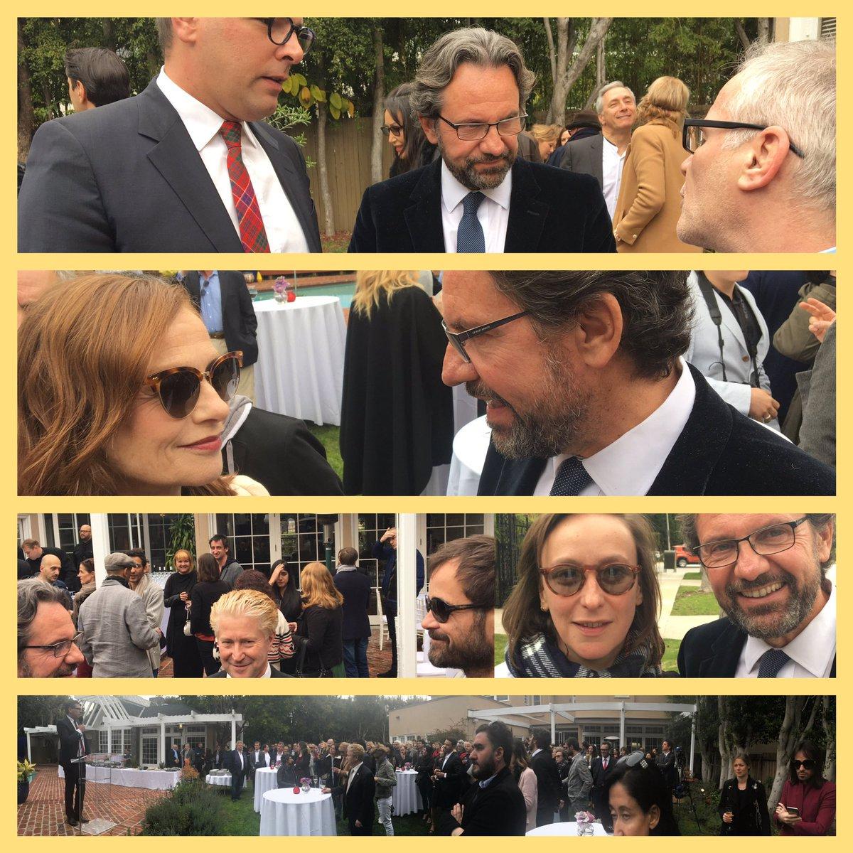 Le député @FLefebvre_RF félicite la formidable délégation #Oscars  #LA @FranceinLA av #IsabelleHuppert @THIERRYFREMAUX  #MaVieDeCourgette <br>http://pic.twitter.com/Yr8iS5KAGx