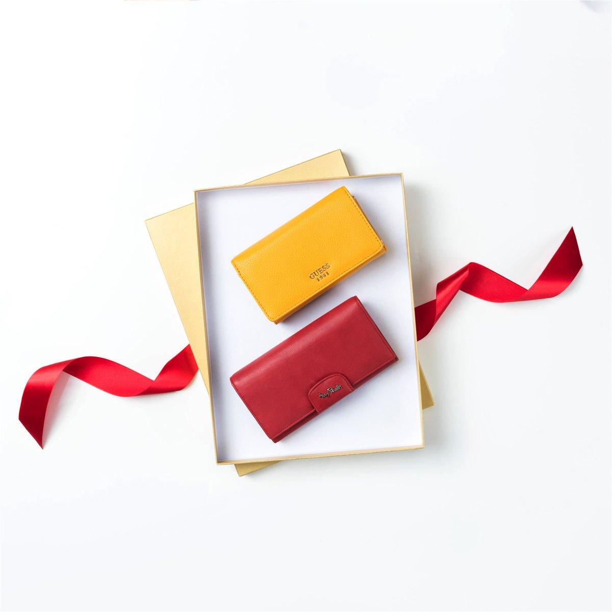 Подарок для неё: портмоне от Guess или Tony Perotti #хц #подарокна8марта #женскиепортмоне #женскийкошелёк #чтокупитьна8марта #Guess #TonyPerpic.twitter.com/vDen4ucIKv