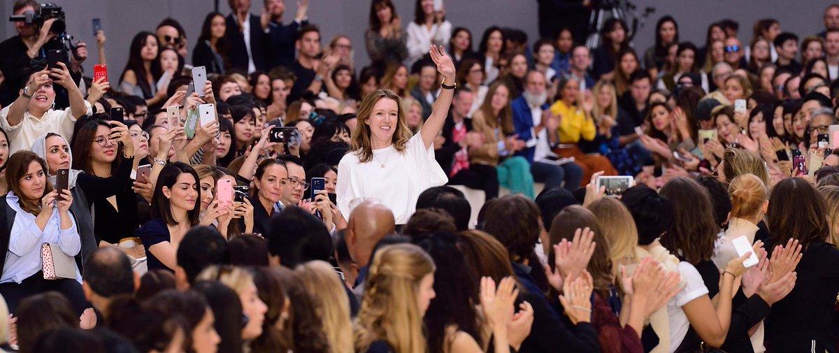 Que nous réserve les #défilés de la Fashion Week de Paris ? #Mode #PFW &gt;&gt;  http:// bit.ly/2ljpg2O  &nbsp;  <br>http://pic.twitter.com/lggbFS0rlD
