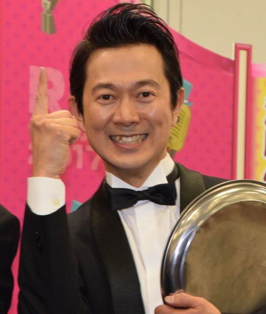 【おめでとう】「R-1ぐらんぷり」アキラ100%が初優勝! https://t.co/GH5GPmLQJZ  過去最多となるエントリー379...