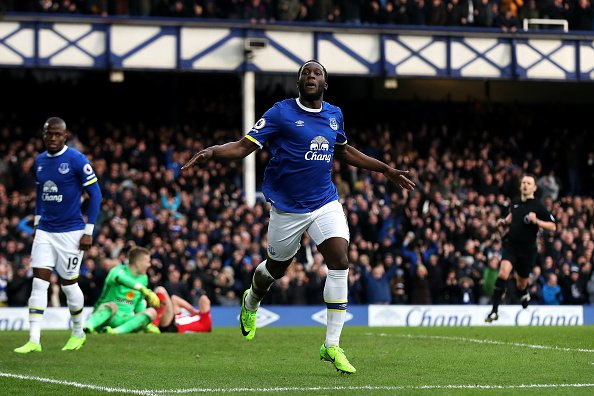 Everton are hopeful they can secure Romelu Lukaku on a long-term contr...