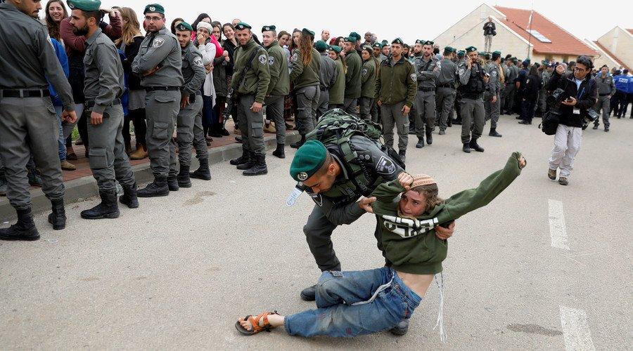 Hundreds of settler activists #protest #WestBank homes demolition