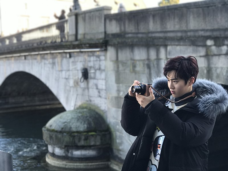 [Caption trans] - Suho, the photographer - in the middle of capturing...