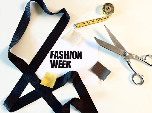 La Fashion Week Paris est officiellement lancée ! #fashion #fashionweek #fashionweekparis #fw #pfw #pfw17 #fashionshow #paris #mode #runway<br>http://pic.twitter.com/LST3JztUaA