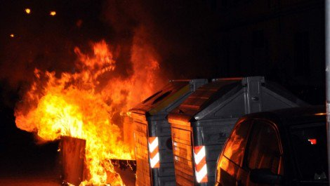 Appiccano fuoco a cassonetti spazzatura, denunciati due giovani - https://t.co/j41eDJdDOY #blogsicilianotizie
