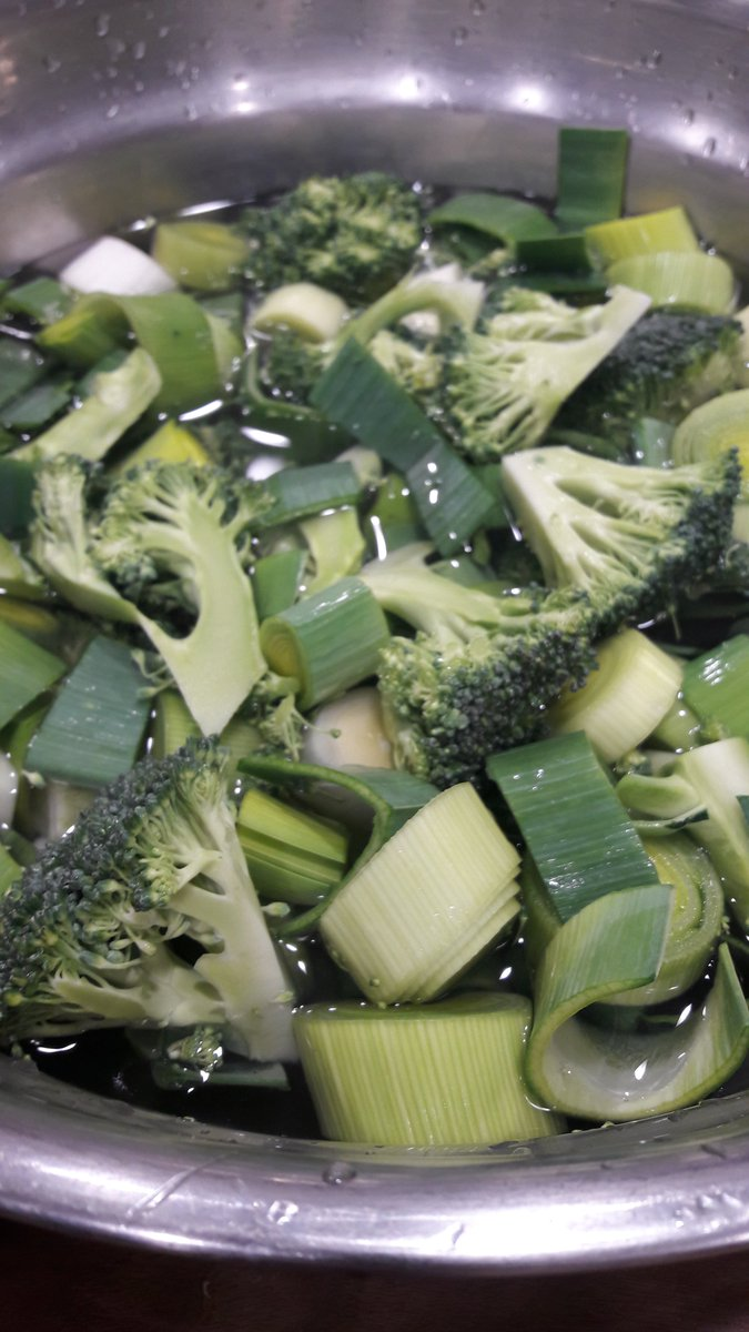 #Homemade #green #soup is full of goodness but this is one of the most fulfilling (and no fuss) recipes...   http:// bit.ly/2lHzwm3  &nbsp;  <br>http://pic.twitter.com/Ce3LI6IiTN