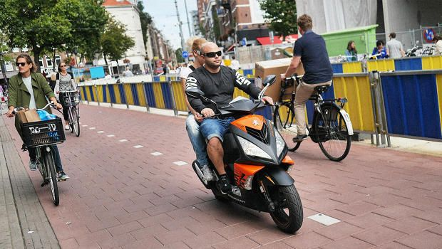 Dutch cyclists have had it with motorized scooters invading bike lanes https://t.co/s2sK2F9IcS