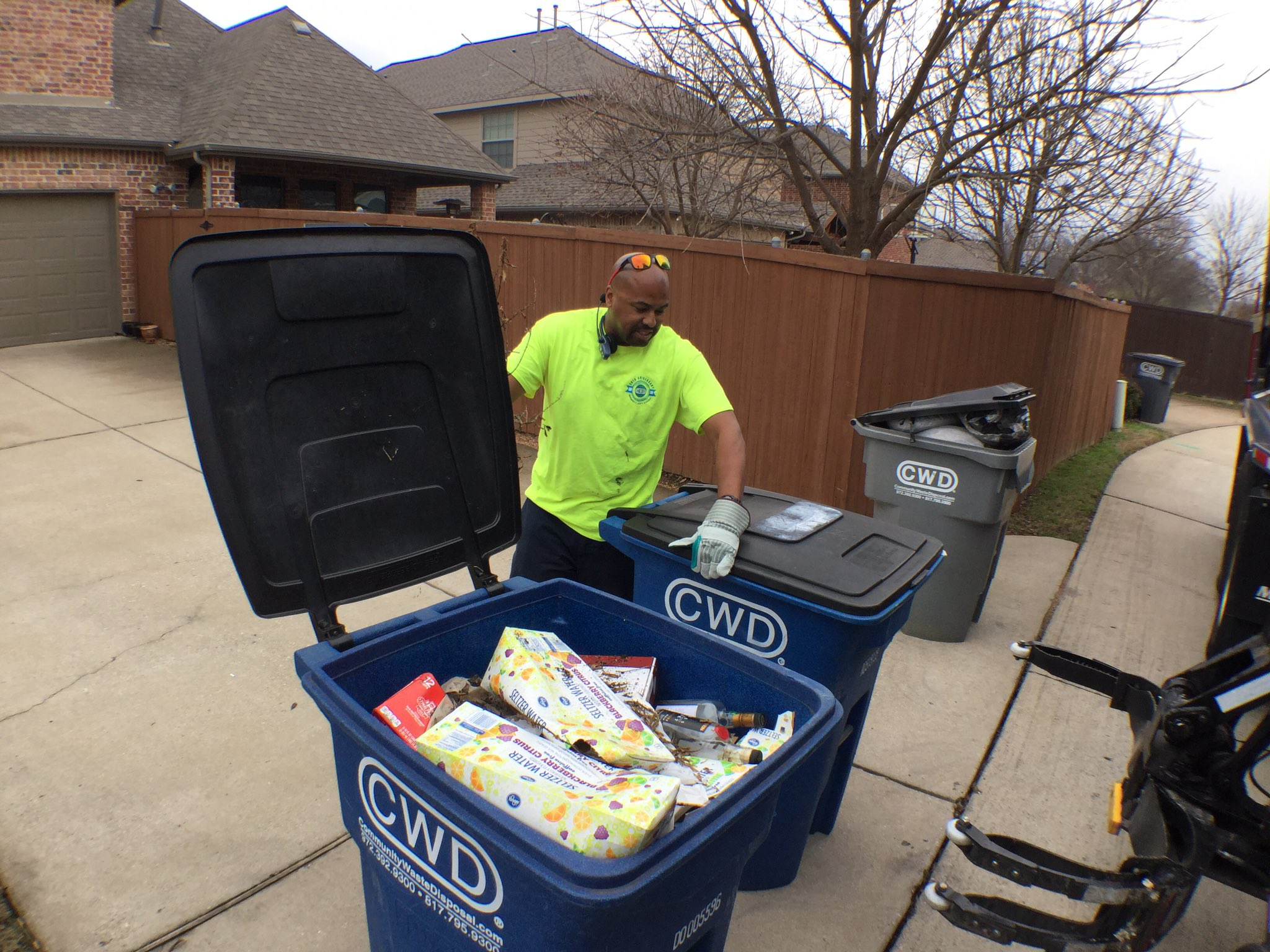 Drivers try to help if time allows. Christopher moved two bags of trash off the recycle bins instead of skipping pickup. #AllenHashtagAlong https://t.co/M0azzIgZK4