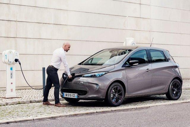 Ricerca auto green a bassa emissione, è boom in Italia di vetture ibride e elettriche