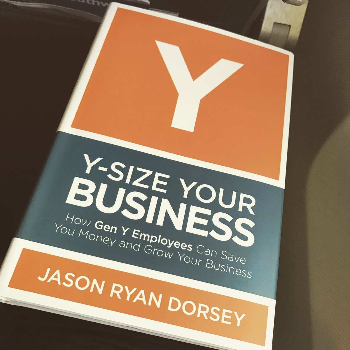 """Scott Medsker on Twitter: """"Trip out into the field for work, so some  inflight reading from @jasondorsey. #HCAHRSummit #HR #BuildBetterOrgs… """""""