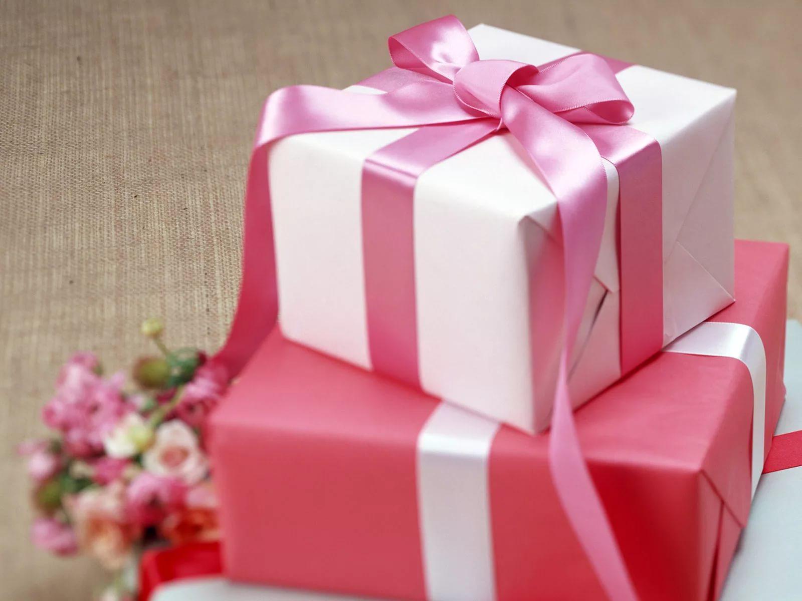 Подарок и открытка