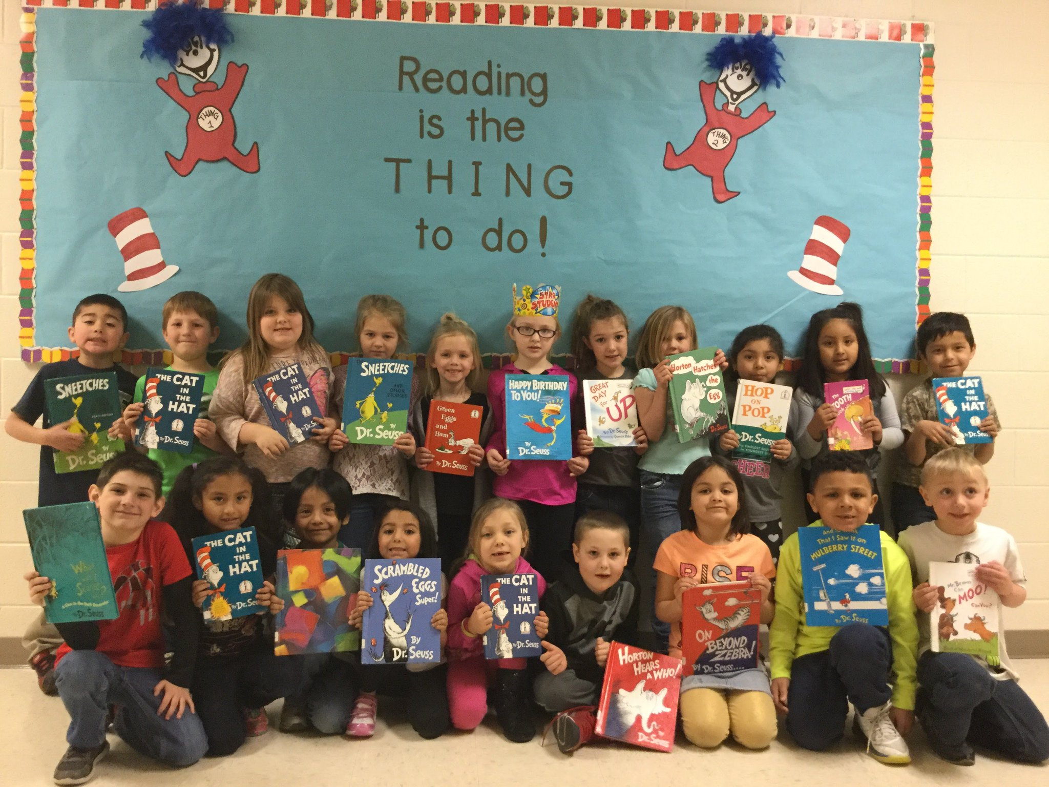 .@Region6WEAC Dr. Seuss' Birthday is Thursday! Darlington Public Schools are getting a head start, thanks to Gr8 teachers #ReadAcrossAmerica https://t.co/u3syadnHQB