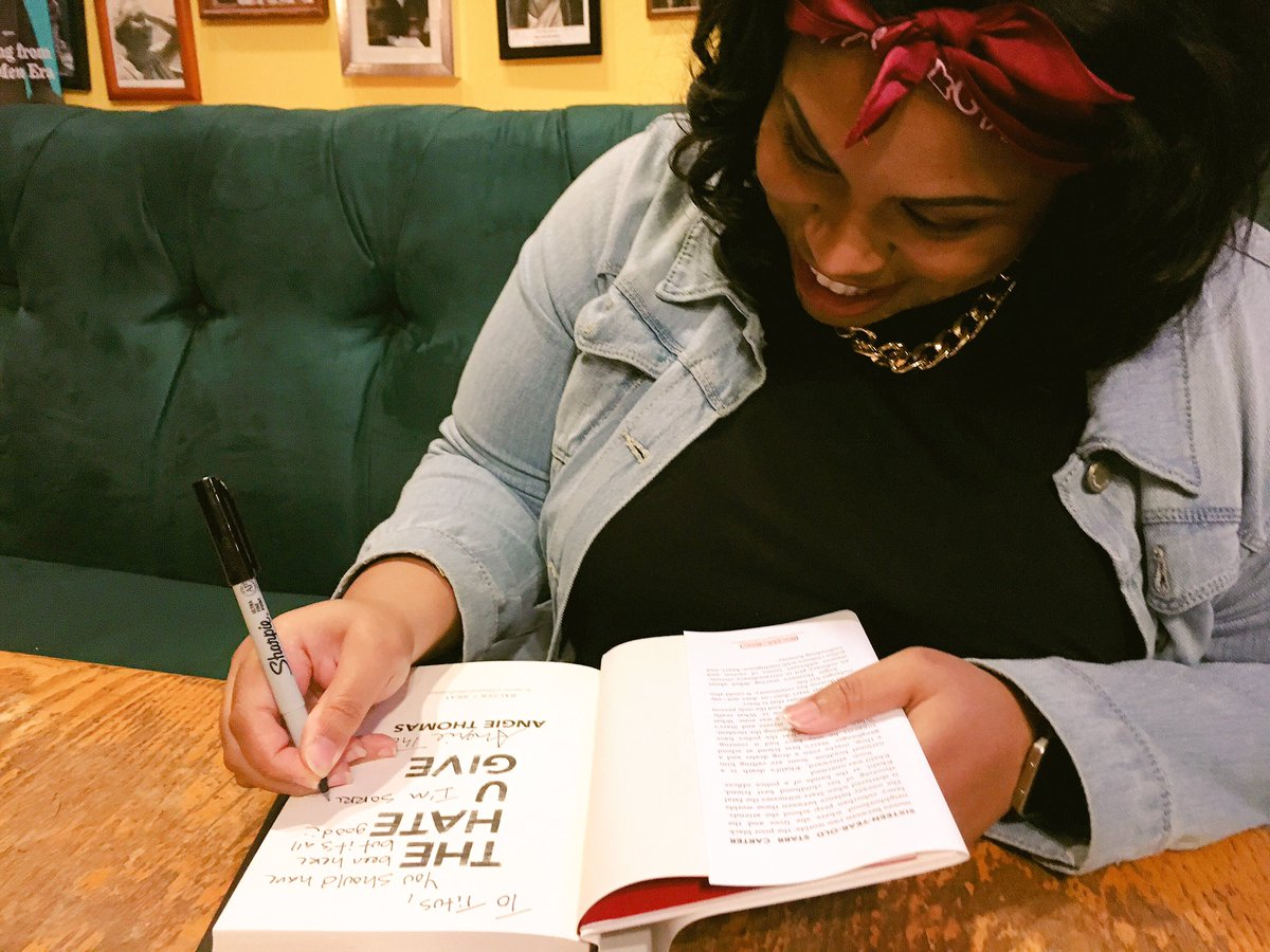 ANGIE THOMAS signing her book THE HATE U GIVE! Awesome crowd for her book launch! @HarperCollins @acthomasbooks https://t.co/IN4tEptvac