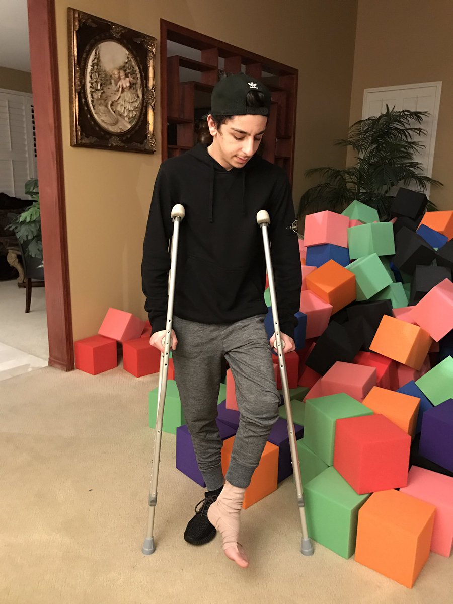 Rug On Twitter This Is The First Time I Ve Ever Been Crutches Oh Well Jump Was Worth It Kinda Https T Co Lxzqmizlto