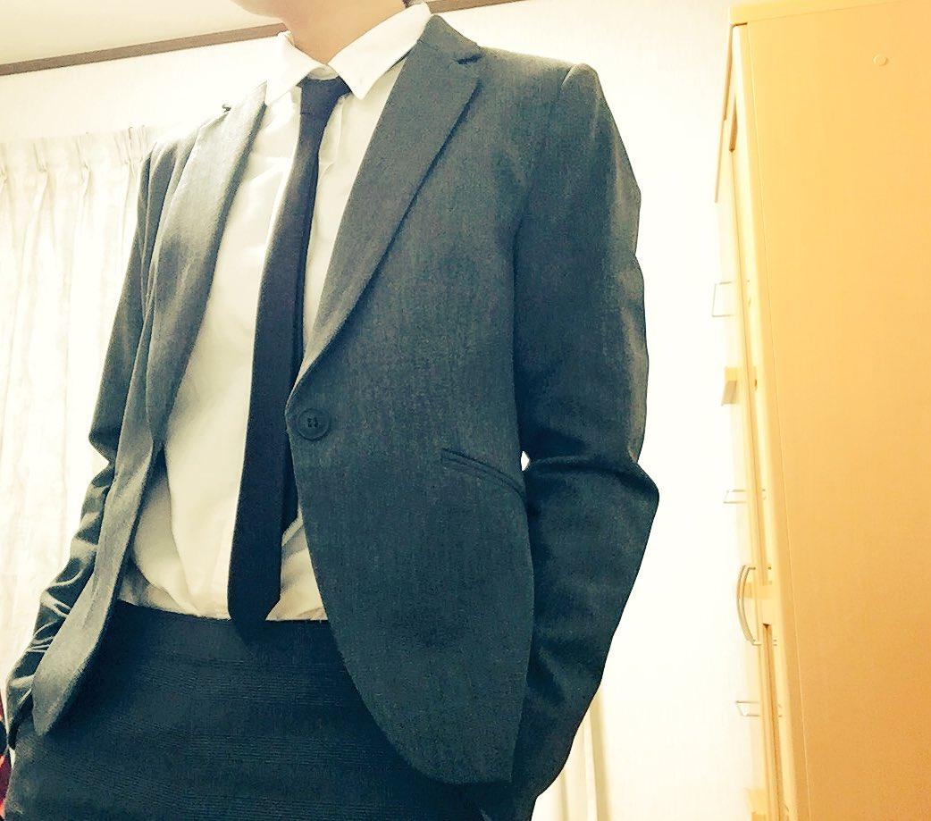 #1日1スーツチャレンジ  蝶ネクタイと新しいグレーのジャケットを買った 今回はちょっと急いで撮ったので服が多少乱れているところがありますが、そこはご了承ください← 次はちゃんと綺麗に撮ります←←←