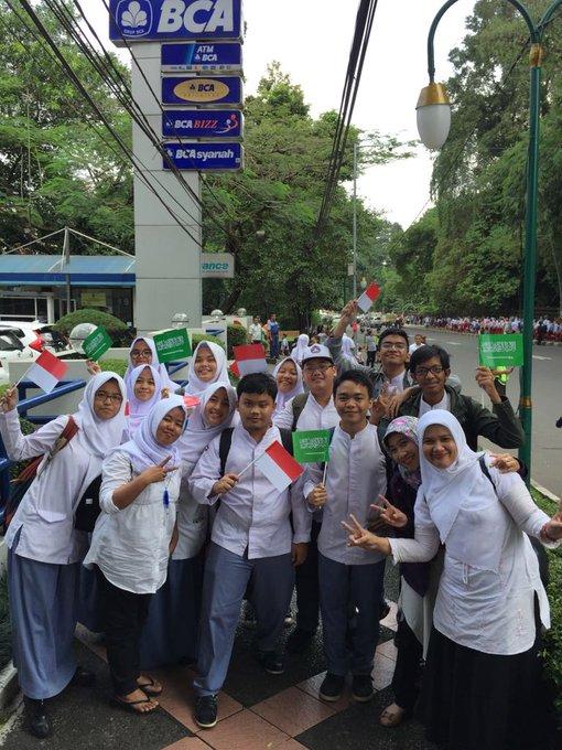 Kemeriahan penyambutan King Salman di Istana Bogor, sepanjang Kebun Raya dijejali pelajar