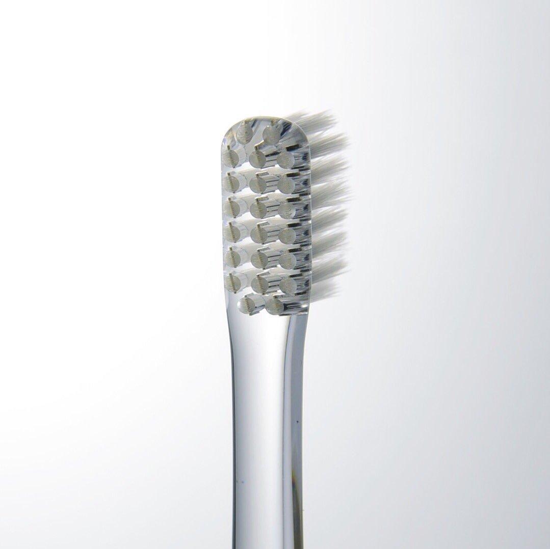 無印良品から発売された柴田文江さんデザインの歯ブラシ。すごく綺麗でおののいた。これオススメです。¥290。最近、仕事で透明樹脂を機会が多く、どれだけ美しく製品を  ...