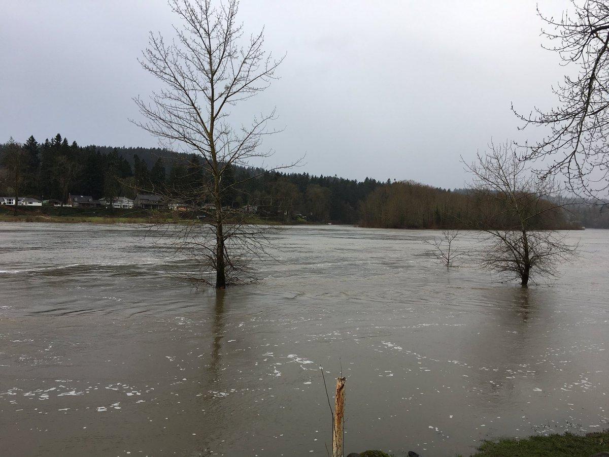 #Flooding at Clackamette Park #kgwweather <br>http://pic.twitter.com/xNFCEqgmV1