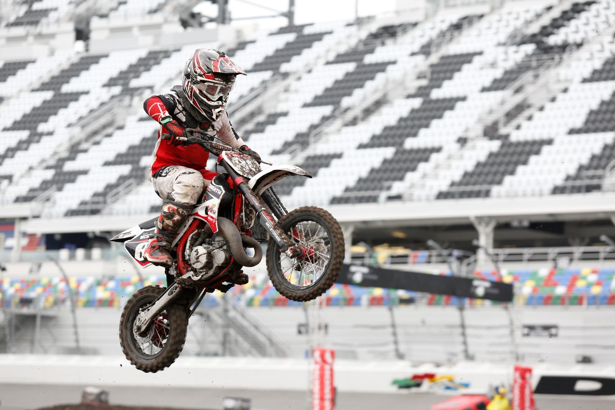 Thank you to all the fans and supercross riders who came out for this year's @rcsxdaytona! #RCSX #DAYTONASX