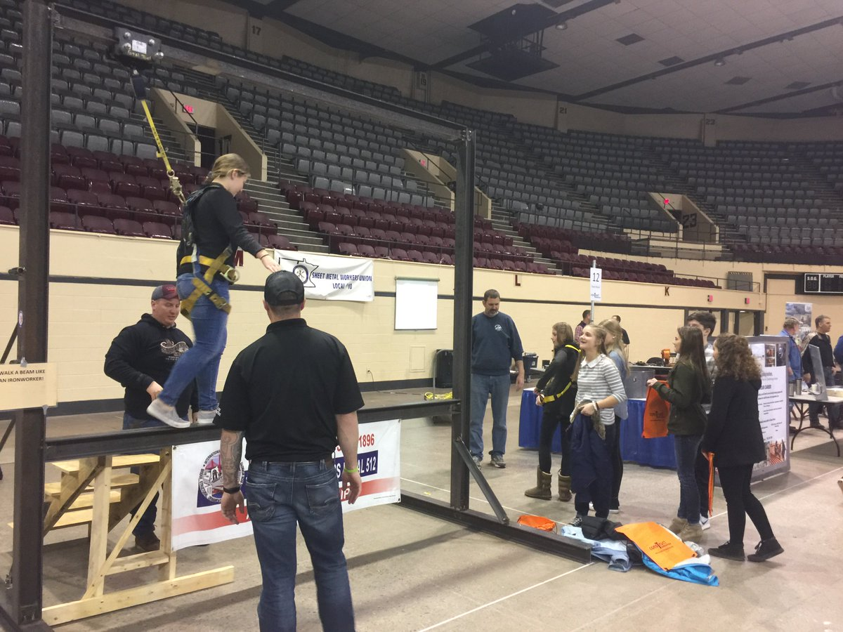 sen al franken on twitter last week nearly 1 000 students in last week nearly 1 000 students in duluth got the chance to experience work performed in various building and construction trade careers pic twitter com